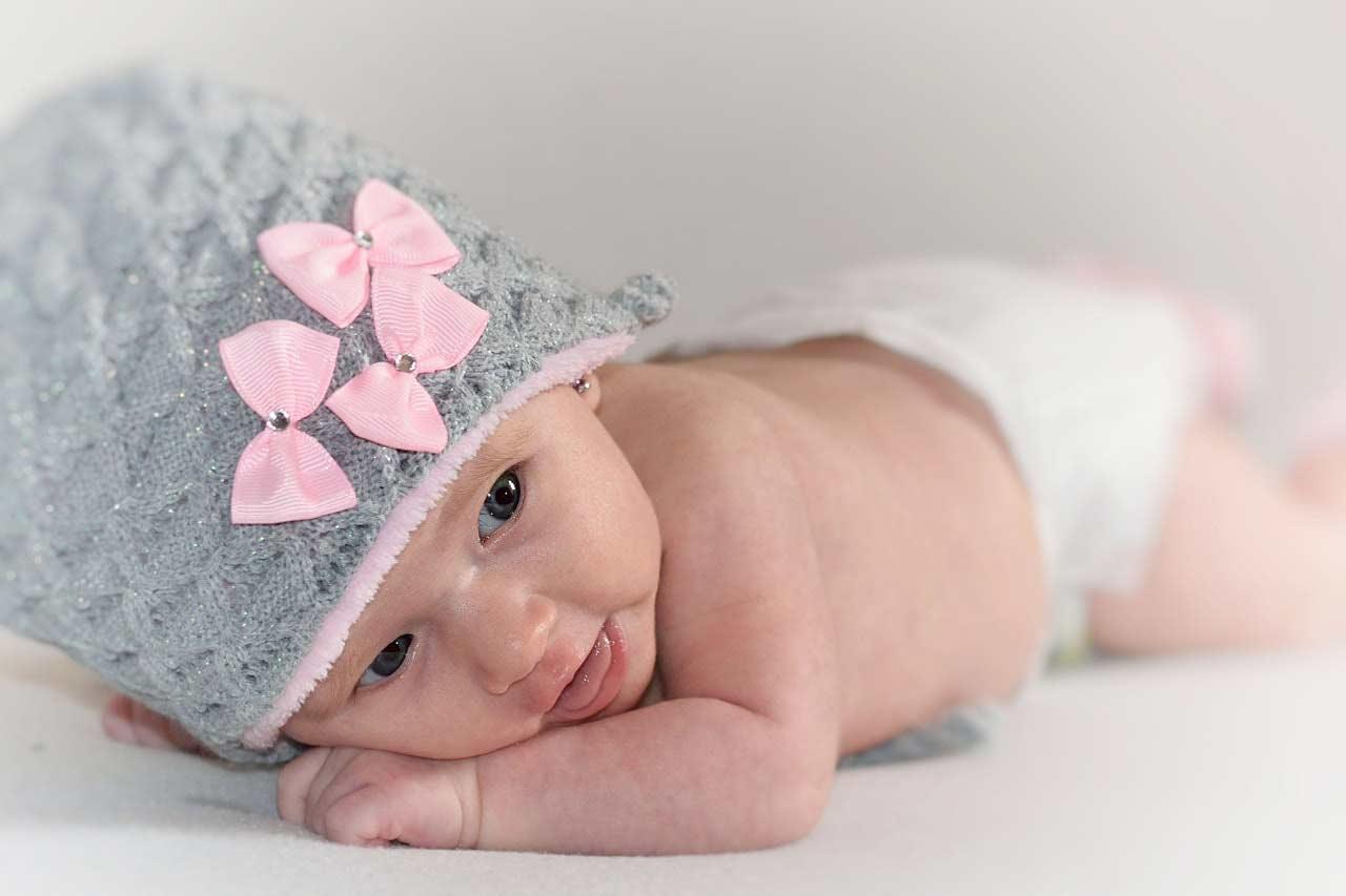Nyfødt fotografering forgår i studie, når din baby er 3-10 dage gammel